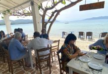 Grecia reabre